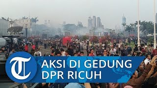 Aksi Mahasiswa di Depan Gedung DPR Ricuh! Gas Air Mata Membumbung di Udara
