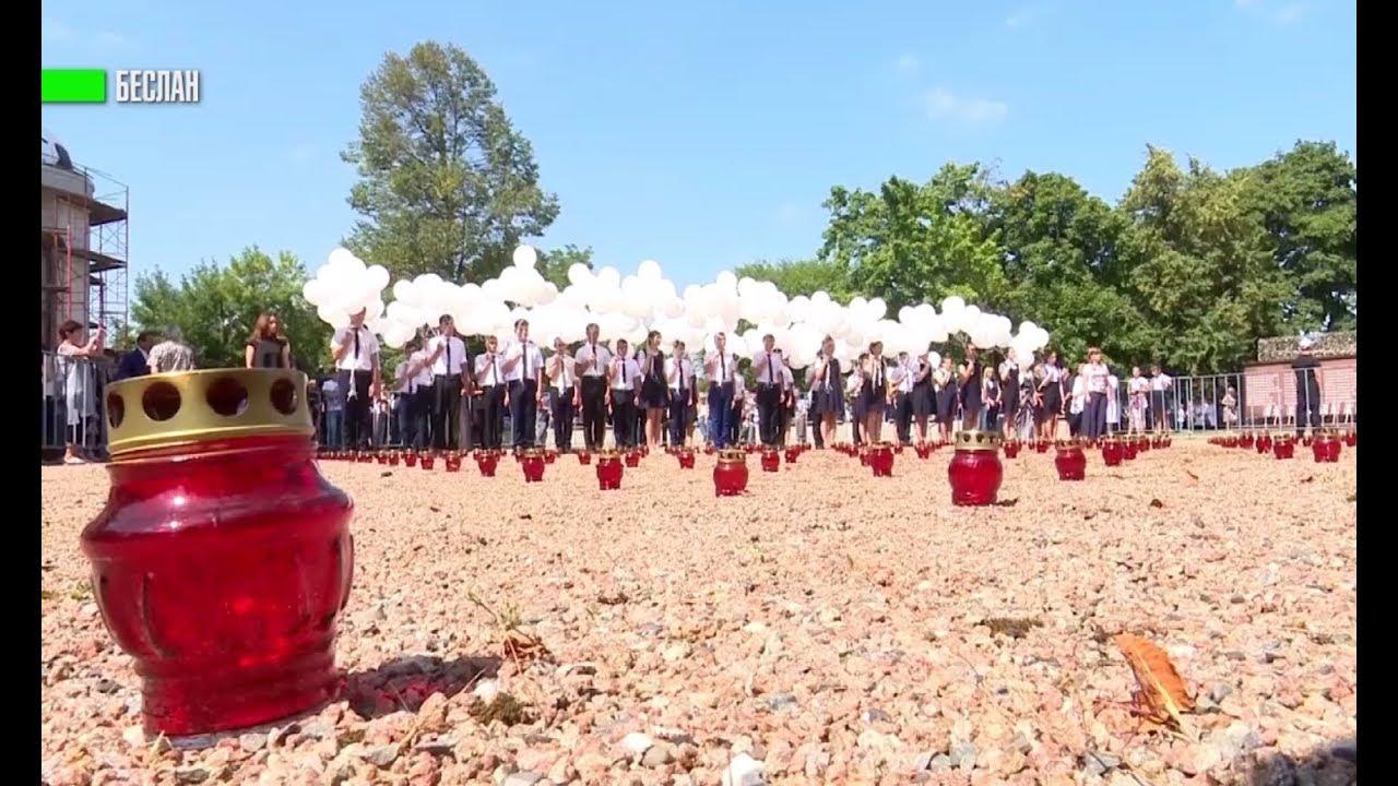 334 свечи: в Беслане почтили память жертв теракта