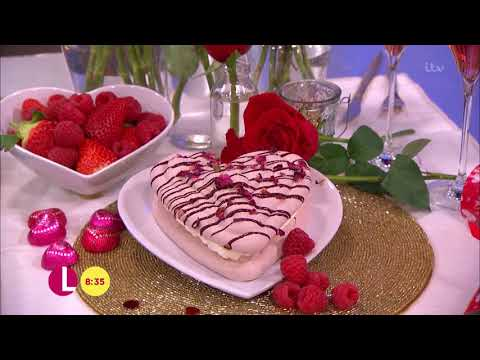 Andrew Smyth Combines Flowers and Cake | Lorraine