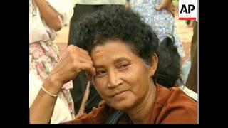 CAMBODIA: PHNOM PENH: CAMBODIANS FLEE CITY