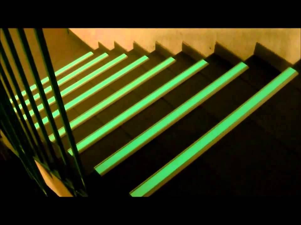 Nez de marches photoluminescents youtube for Nez de marche carrelage leroy merlin