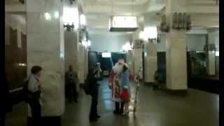 Дед Мороз летом в метро(, 2012-05-31T20:04:20.000Z)