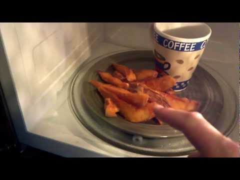 How to Reheat Potatoes and Bread in the Microwave