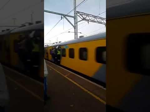 Metro Rail Slap