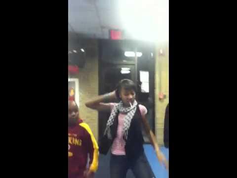 3 ghetto kids dancing thumbnail
