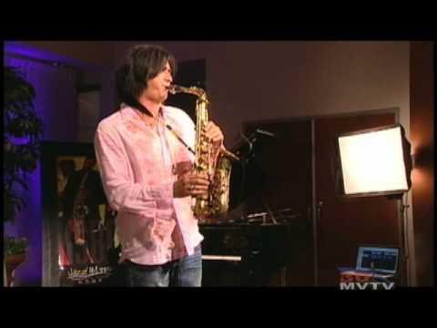 Sax Man Warren Hill Performs on Gary & Kelly
