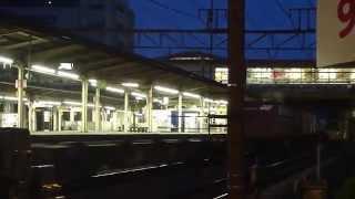 Video 東海道の貨物2009 EF66 30(JR貨物色)下り 1073レと EF66 26(新更新塗装)上り1096レのすれ違い。 戸塚駅 2009.5.22 download MP3, 3GP, MP4, WEBM, AVI, FLV Desember 2017