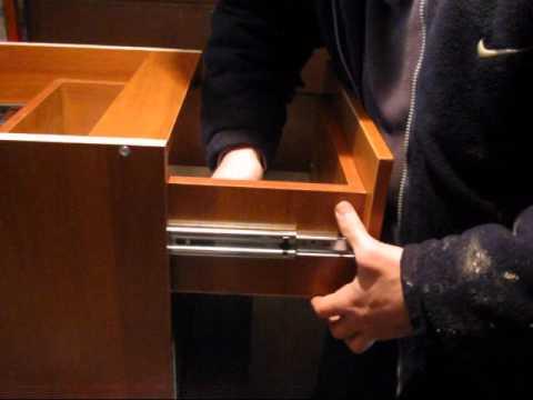 Как отрегулировать выдвижные ящики