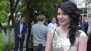 Выпускники потратили на вечерние наряды и образы десятки тысяч рублей