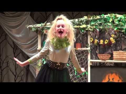 Спектакль Маленькая Баба  Яга по пьесе О Пройслер отрывки из спектакля