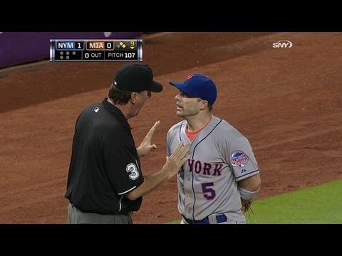 NYM@MIA: Wright disputes call at third base