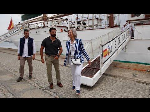 La Reina Sofía llega a Marín a bordo del Juan Sebastián Elcano