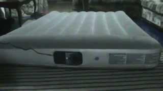 видео Надувные спальные матрасы с насосом