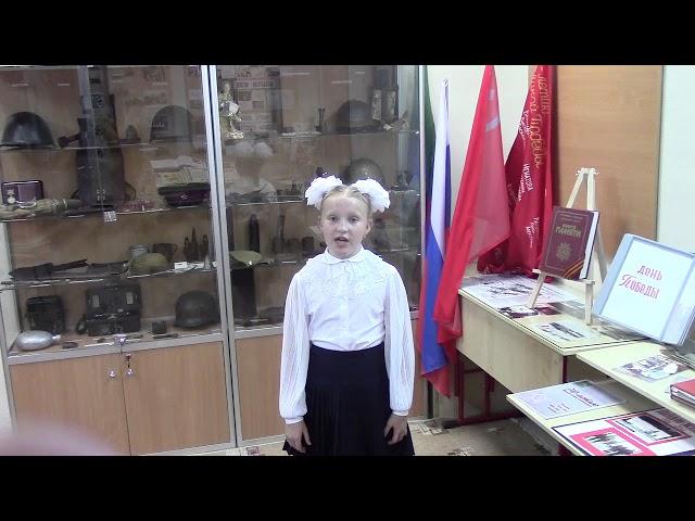 Изображение предпросмотра прочтения – ЛилияКолесникова читает произведение «Жди меня иявернусь…» К.М.Симонова