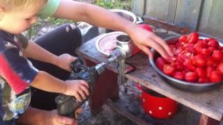 2.Как сделать быстро дрелью томатный сок.