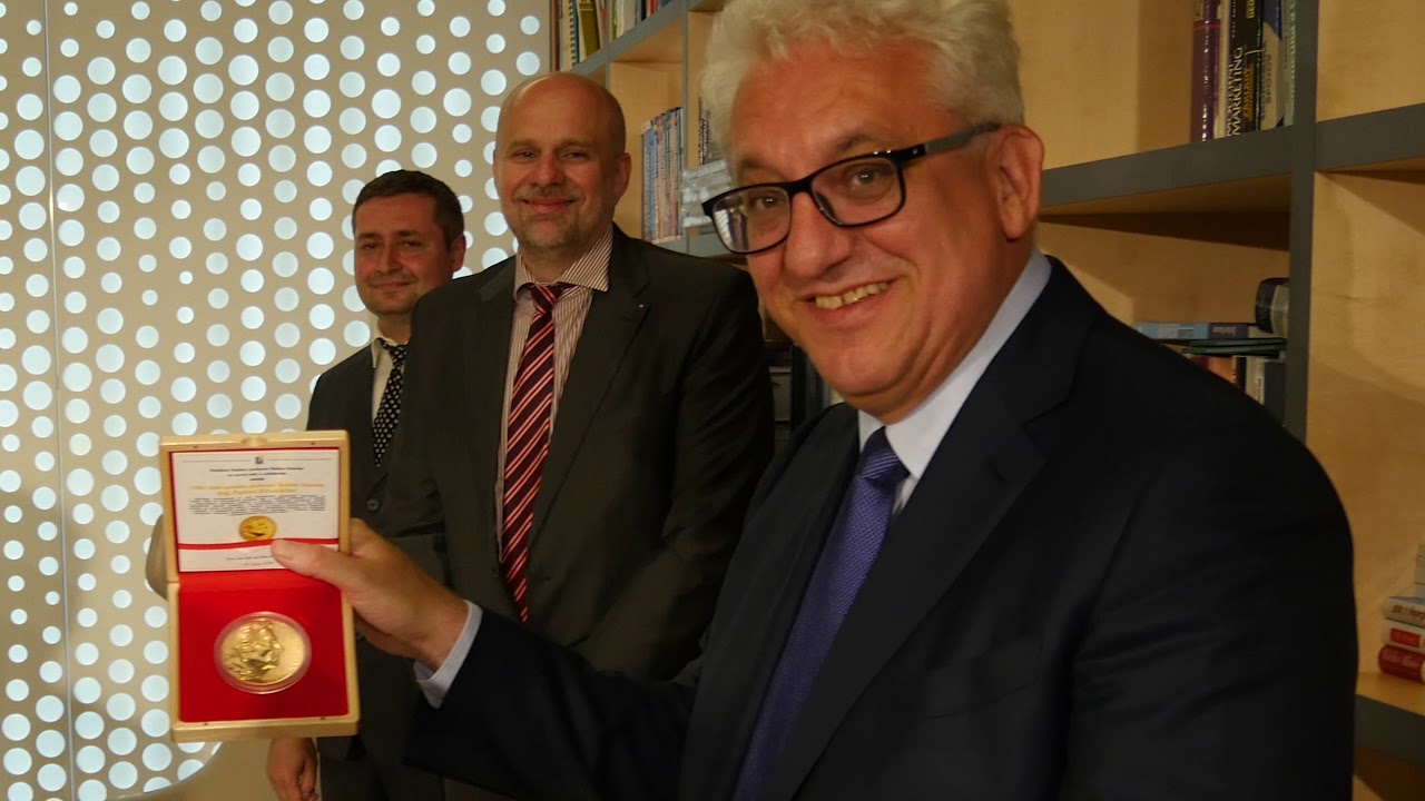 Ocenení Veľkou zlatou medailou profesora Štefana Kassaya