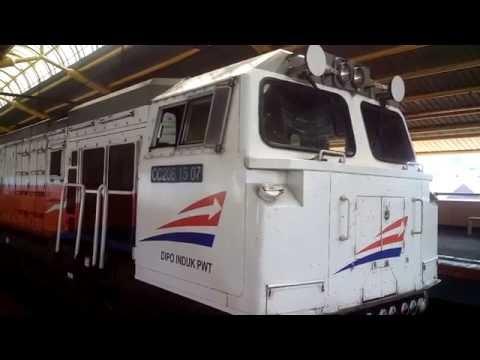 Kereta Api Eksekutif Argo Jati Gambir-Cirebon Tertahan & Papasan KRL di Stasiun Gondangdia