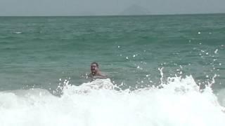 Купание на волнах  Начанг Вьетнам