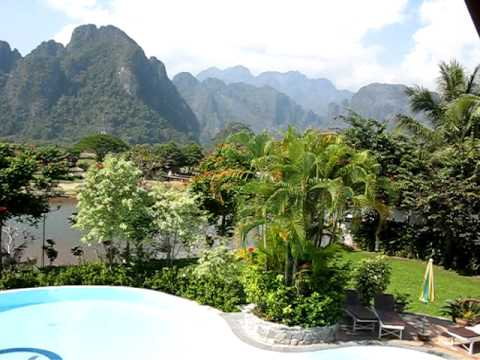 The pool and courtyard at Vansana Vangvieng Hotel