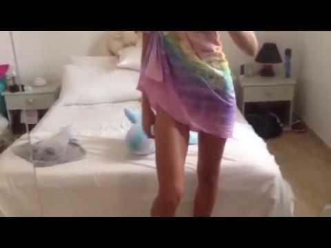 Ludivine en paréo sexy thumbnail