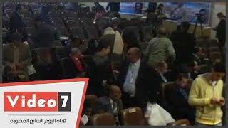 بالفيديو.. أعضاء الحزب الناصرى يتركون الانتخابات لتناول الوجبات..والمنصة تطالبهم بالبقاء