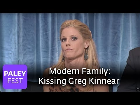 Modern Family  Julie Bowen on Kissing Greg Kinnear