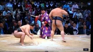 My Day 9 coverage starts here with an ozeki clash between two rikis...
