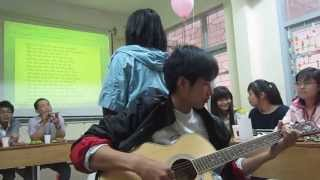 """[03/2013] Gặp mặt đầu xuân: """"Sắc màu"""" (Hát đệm guitar)"""