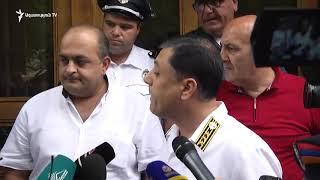 «Պրիվետ, Ռոբ» ակցիայի մասնակիցները երթով հասան Գլխավոր դատախազության շենքի մոտ