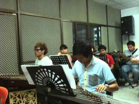 ดนตรีจีนเพลงพระราชนิพนธ์ใกล้รุ่ง