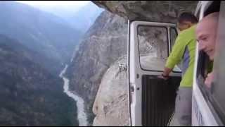 Поездка на микроавтобусе в Гималаи - не для слабонервных!(, 2014-04-24T19:49:47.000Z)