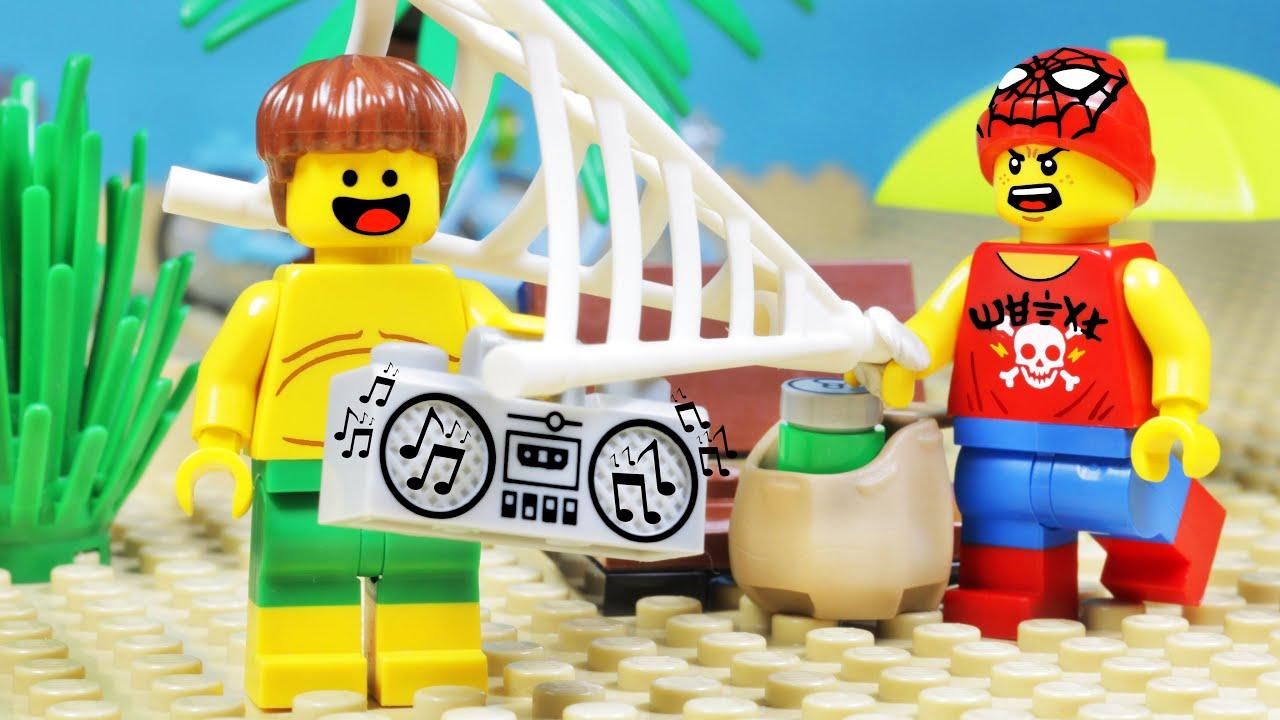 LEGO SPIDER-MAN - LEGO CITY HOLIDAY BEACH FAIL