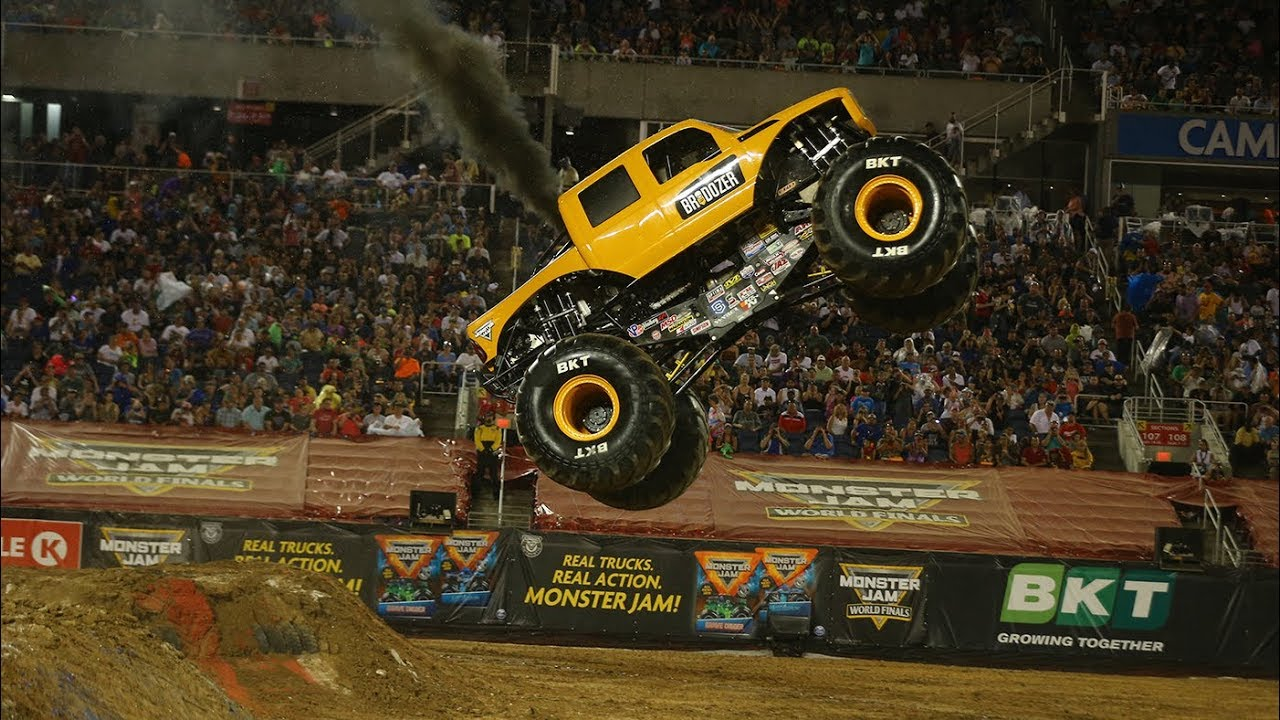 BroDozer Freestyle │ Monster Jam World Finals XX (20)