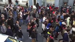 Les lycéens charentais en direction du rond-point de l'Eperon