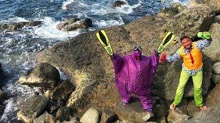 Diver Mr. Joe swimming on Sea in Georgia VS Purple Fat Man found Toy Cars