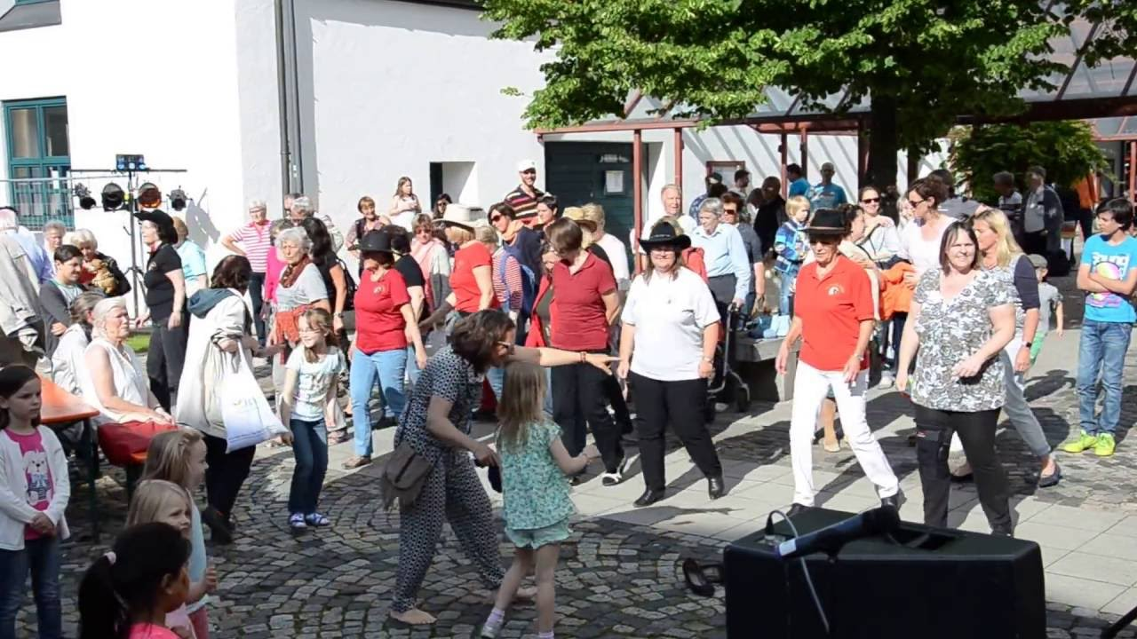 Gröbenzell ist Bunt! Line Dance Flashmob 2 von 2 - Billy Ray Cyrus, Achy Breaky Heart