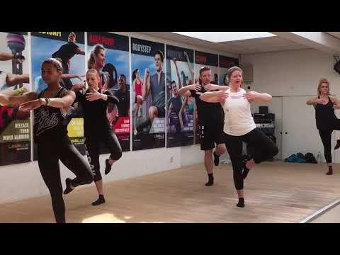 3d1a80f9e70b Les Mills Barre 1 Sportcentrum Ursus Leeuwarden - YouTube