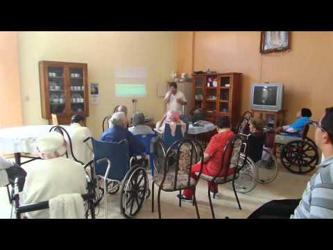 Que bonito Amor canta Salvador García Ruvalcaba en Asilo Autlán de la Grana