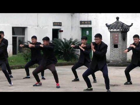 В Китае лечат подростков от компьютерной зависимости с помощью ушу и чайной церемонии.