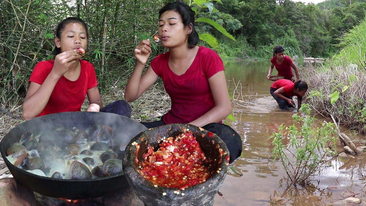 Find catch Snails to Cook with Peppers sauce I like to Eat - My Natural Food ep 50