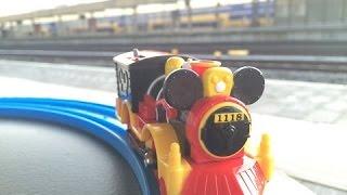童謡-ミッキーマウス 西方の機関車 @ ライデン中央駅,オランダ 00845 jp-c