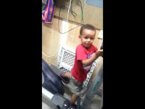 Most Funniest Ethiopian kid Workout at the Gym (Ethiopia Ezu) Mella thumbnail