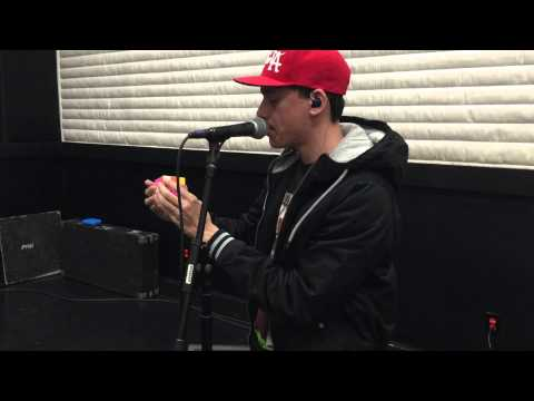 Logic solves Rubik's cube in 1 MINUTE while rehearsing for his World Tour