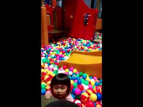 香川県 ゴールドタワーのボールプール