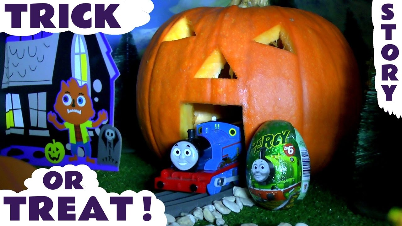 Halloween Thomas and Friends toy trains Trick Or Treat Pumpkin with Kinder surprise eggs TT4U