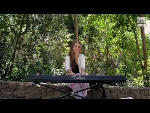 Barcelona Street Music : Piano in  Park Güell (HD)