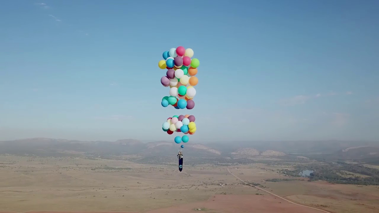 Man Strapped To 100 Helium Balloons Flies 8000 Feet Up In The Air South Africa