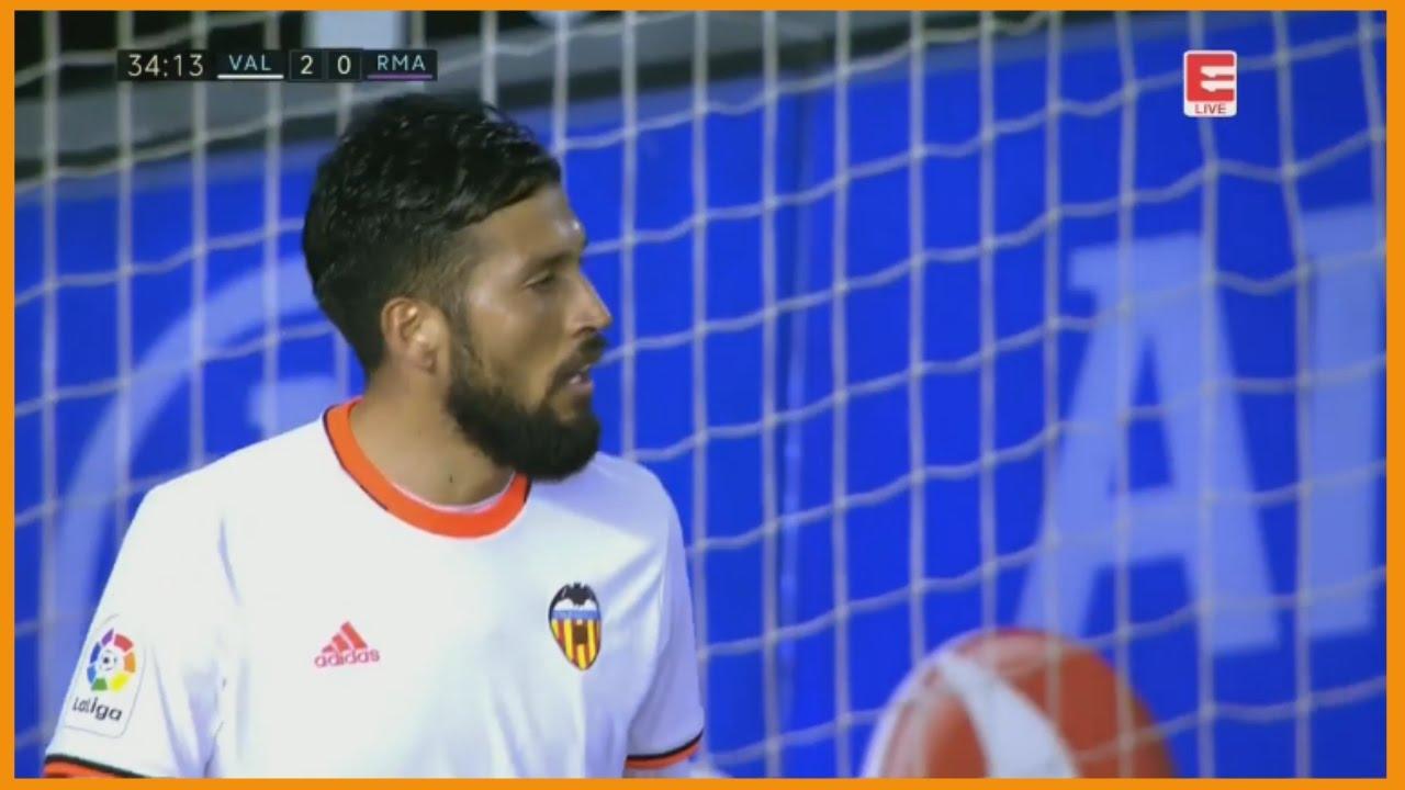 Ezequiel Garay VS Real Madrid