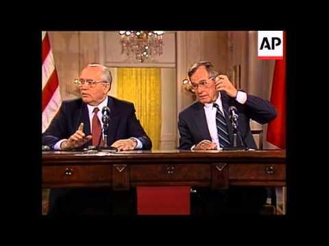 President George H.W. Bush and Soviet Union leader Mikhail Gorbachev h0ld their final news conferenc