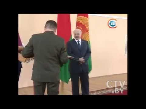 Лукашенко подарили автомат Калашникова